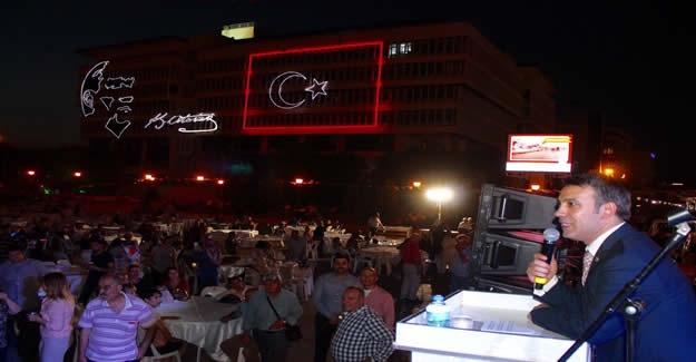 Konak'ta Bir İlk ! Halk Meydanda Buluştu