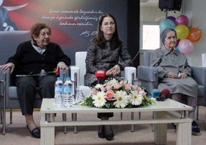 100. Yaşını Bakan'la Kutladı
