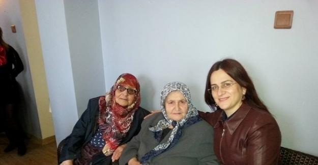 AK Partili Kadınlardan Yaşlılara Vefa Ziyareti