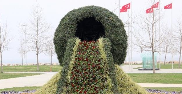 Dünyanın En Büyük Çiçek Şelalesi Yalova'da Yapıldı