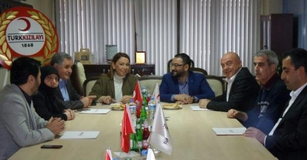 AK Parti Malatya Milletvekili Öznur Çalık, Kızılay Şube Başkanı Yalçın'ı Ziyaret Etti