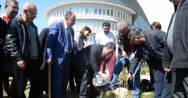 CHP'lilerden Belediye Önünde İlginç Eylem