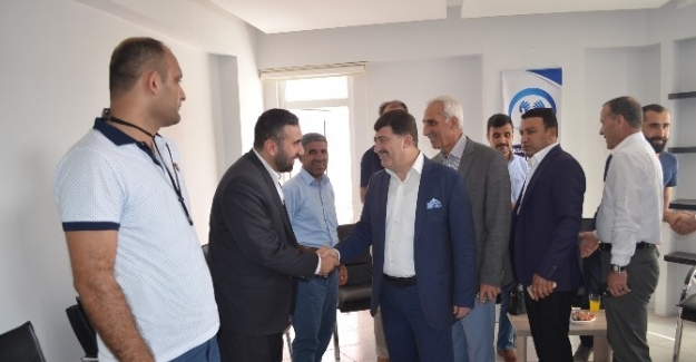 AK Parti, İnsan Hakları Cemiyeti'ni ziyaret etti