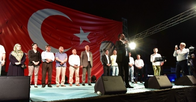 AK Parti ve CHP'liler Milli İrade nöbetinde bir araya geldi