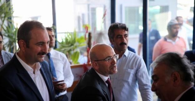 Başbakan Yardımcısı Şimşek Gaziantep'te partililerle bayramlaştı