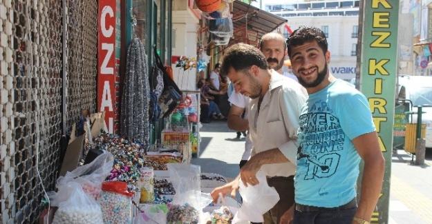 Suriyeliler 'vatandaşlık' açıklamasından mutlu