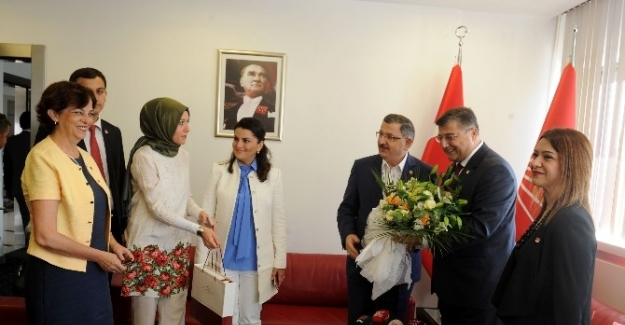 AK Parti'ten CHP'ye bayram ziyareti