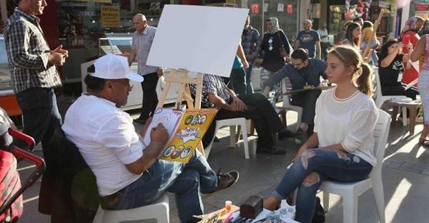 Bayraklı'da portre karikatür şenliği