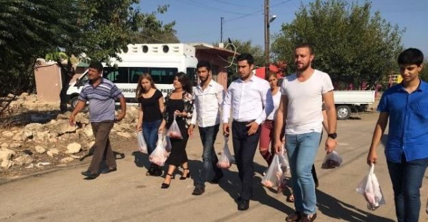 CHP'li gençler hayırseverin kurban etini dağıttı