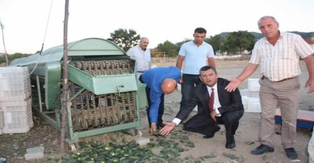 CHP'li Özel'den mağdur köylülere ziyaret