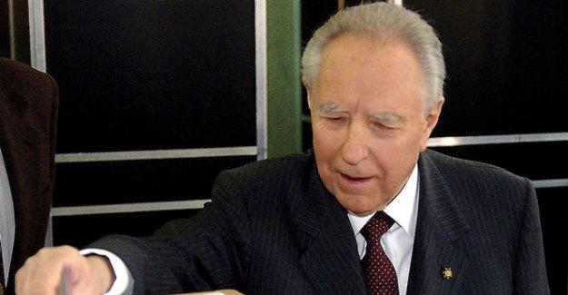 Eski İtalya Cumhurbaşkanı hayatını kaybetti
