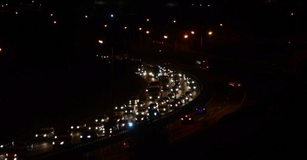 Tatilcilerin İstanbul'a dönüş çilesi başladı