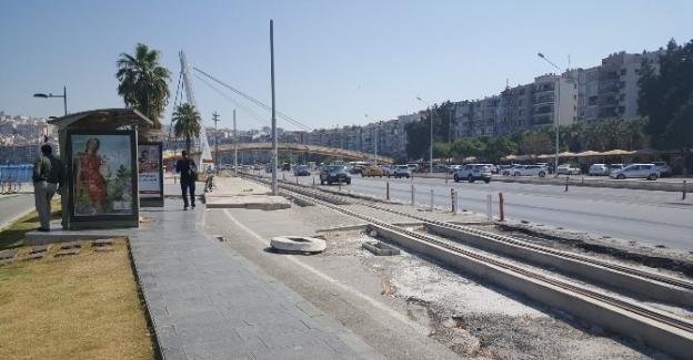 """AK Parti'li Doğan: """"İzmir'in 3 milyon lirası çöpe gitti"""""""