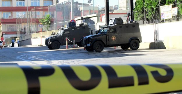 Diyarbakır'da polise hain saldırı!