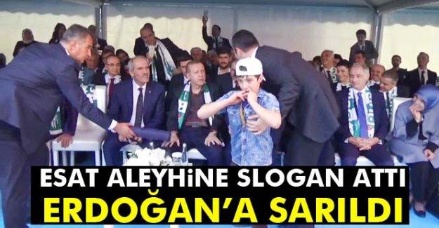 Esat aleyhine slogan attı, Cumhurbaşkanı Erdoğan'a sarıldı