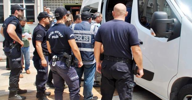 Gediz'deki FETÖ operasyonuna, 7 tutuklama