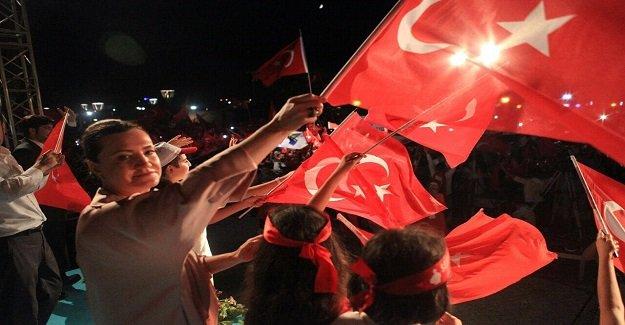 """Hotar """"Türkiye Cumhuriyeti Baki Kalacak"""""""