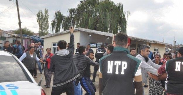 Tekirdağ'da hareketli dakikalar: Polise saldırdılar!
