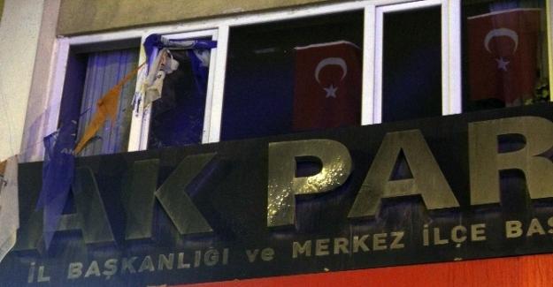 AK Parti binası önünde hareketli dakikalar!