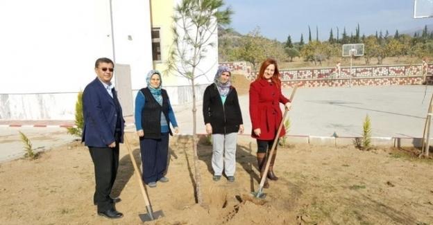 AK Partili kadınlardan öğretmenlere anlamlı hediye