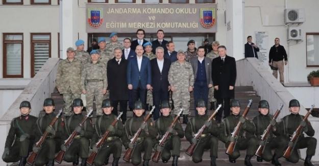 Bakan Soylu, Foça'da askeri okulu ziyaret etti