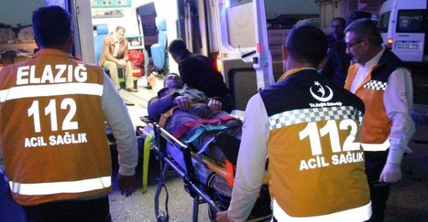Elazığ'da işçi servisleri çarpıştı: 11 yaralı