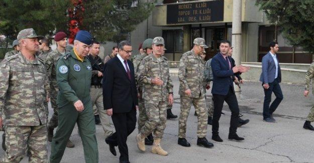 Orgeneral Akar Şırnak ve Silopi'deki birlikleri ziyaret etti