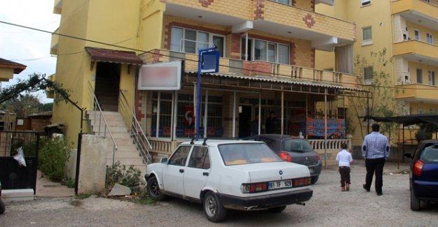 Polis memuru cinnet getirdi: 1 ölü, 3 yaralı