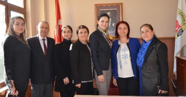 """AK Parti Kadın Kolları Başkanı Sarıbaş; """"Kadınlar her ortamda aktif olmalı"""""""