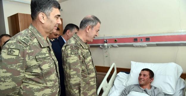 Orgeneral Akar yaralı askerleri ziyaret etti
