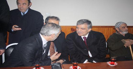 Abdullah Gül vatandaşlarla çay içti