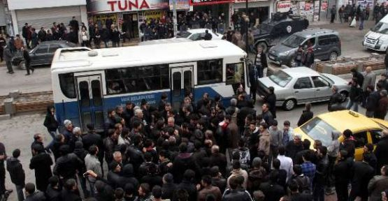 BDP'liler AK Parti'li Adaya Saldırdı