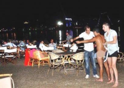 Çıplak Turistler Bodrumu karıştırdı