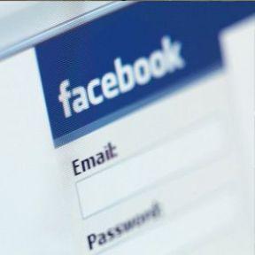 Facebook'ta Çıplak Öğretmen Şoku