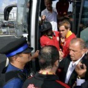 Galatasaray İngiltere'ye İner İnmez Olay