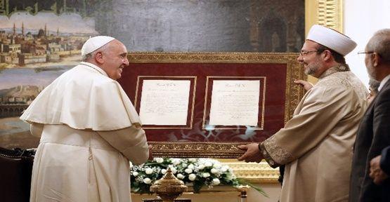 Görmez'den Papa'ya anlamlı hediye