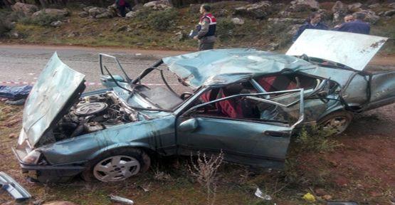 Hurdaya dönen otomobil 2 kişiye mezar oldu
