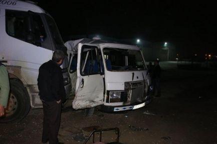 İşçi servisi kamyon ile çarpıştı: 17 yaralı