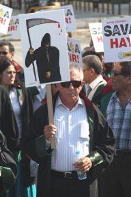 İzmir Barosu Tezkereyi Protesto Etti
