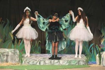 Karşıyaka'da Tiyatro 'Perde' Diyor