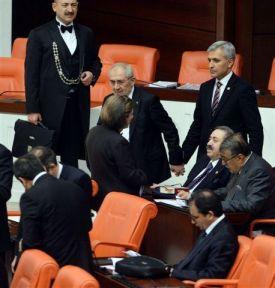 Meclis'te Samimi Kareler (Foto Haber)