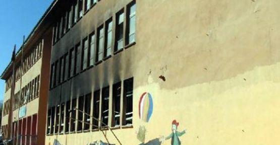 PKK' lılar 9 okula birden saldırdı!