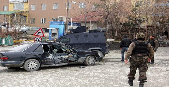 Polis araçları çarpıştı: 1 yaralı