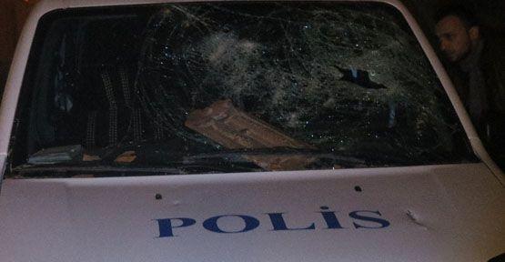 Polise kiremit ve satırla saldırı