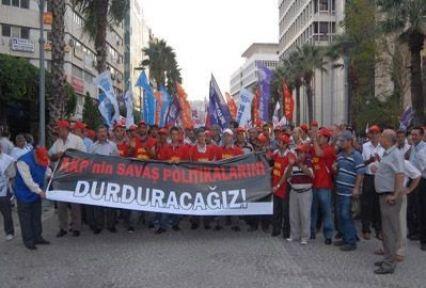 """""""Sınır Ötesi Tezkeresi"""" İzmir'de Protesto Edildi"""