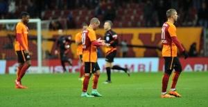 Galatasaray Evinde Tat...