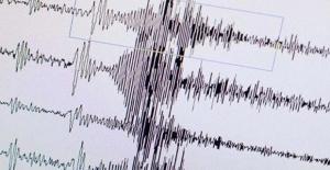 İstanbul#039;da Korkutan Deprem!