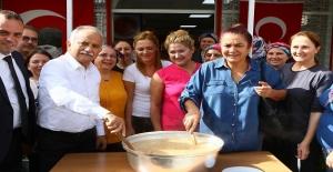Başkan Karabağ aşure kardı!
