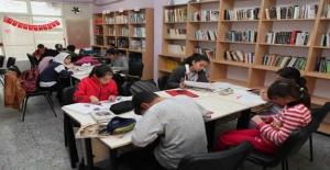 Bayraklı kütüphanelerinde yok yok