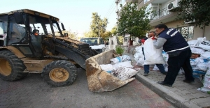 Bayraklı'da 7 bin ton moloz toplandı